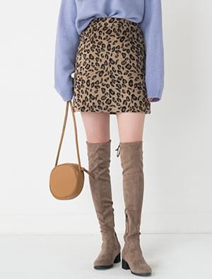 sensual leopard skirt