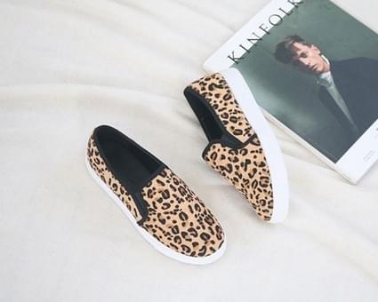 And Lea Leopard slip-on