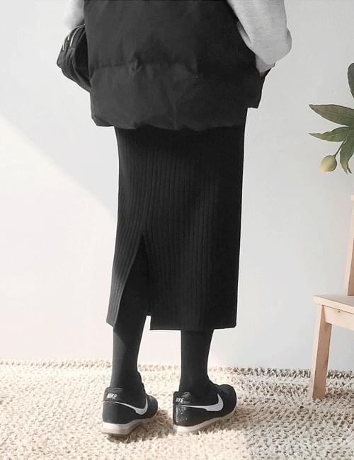 Long neck long skirt