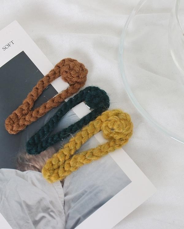 knit hair pin
