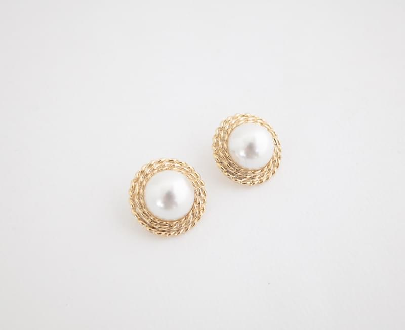 Beautifully fitted earrings
