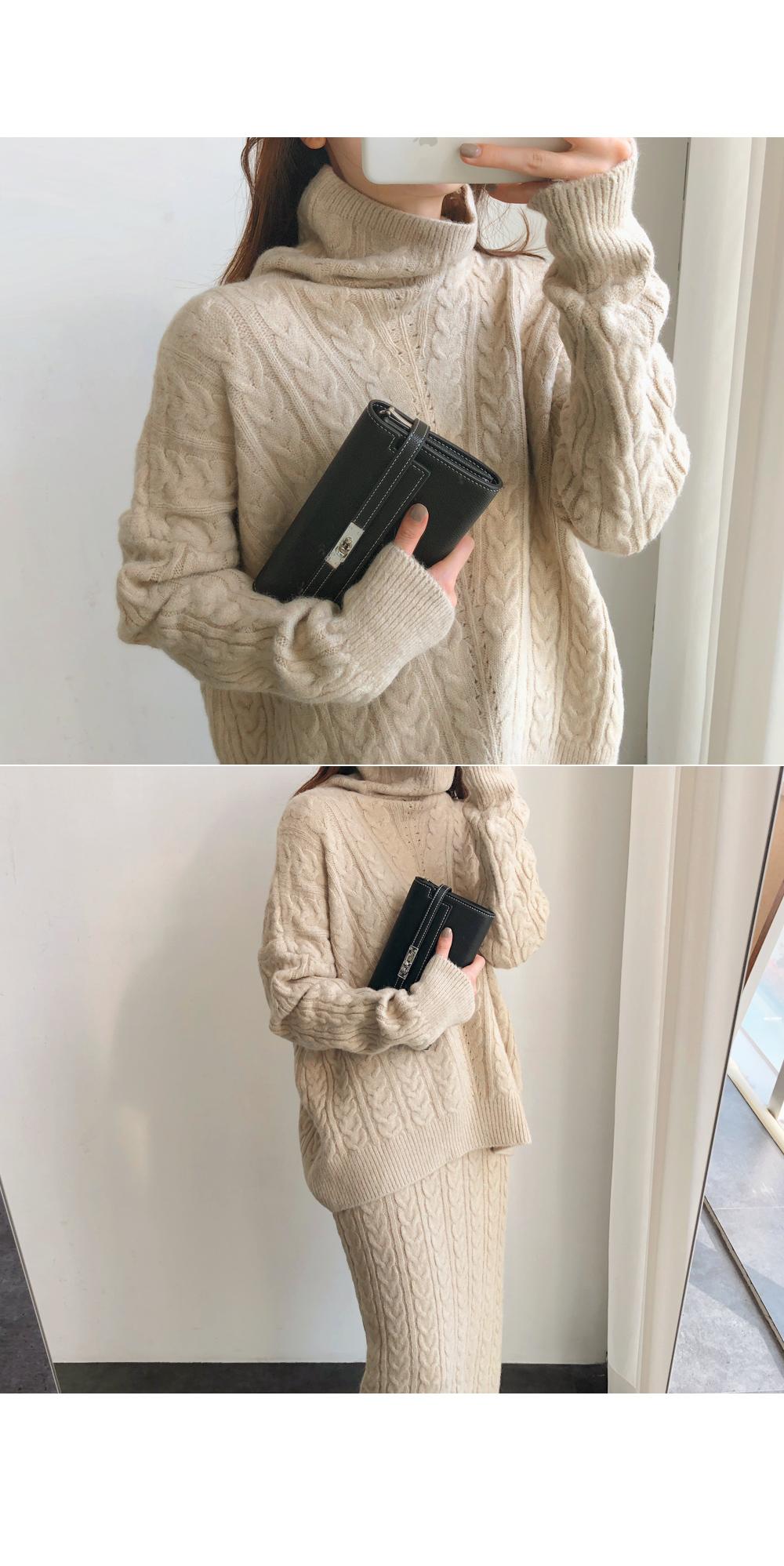Loichen clutch bag