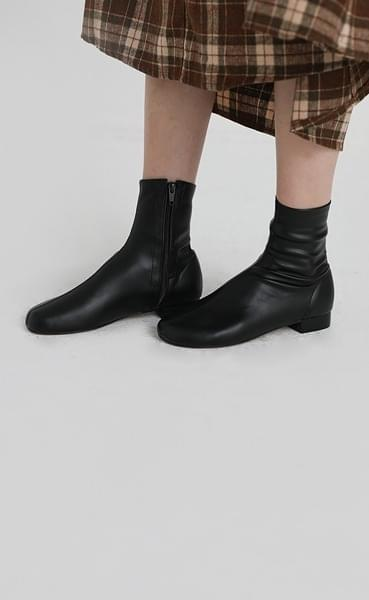 Ice round ankle boots