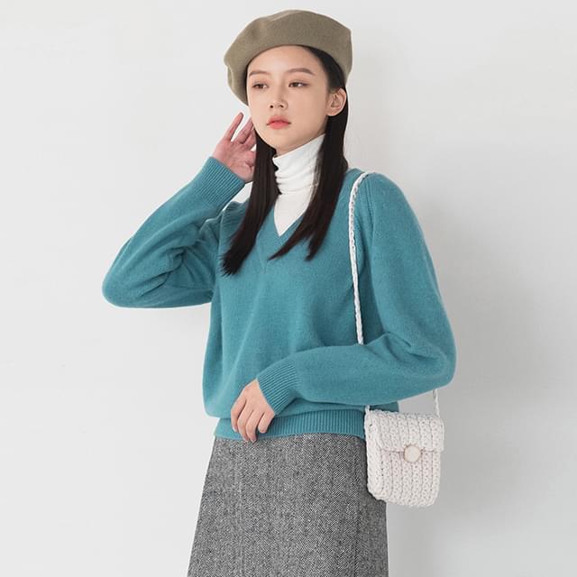 loose fit v-neck wool knit