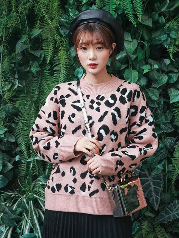 Winter Leopard Knit