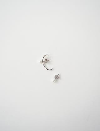 unbalance simple pearl earrings
