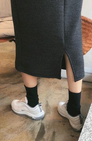 Planning Specials / Goofy-knit skirt
