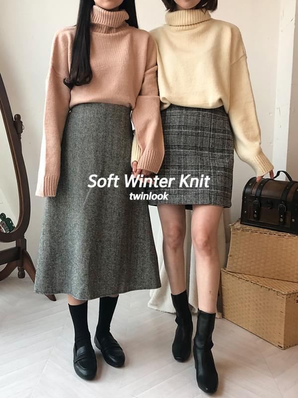 Soft berry turtleneck knit