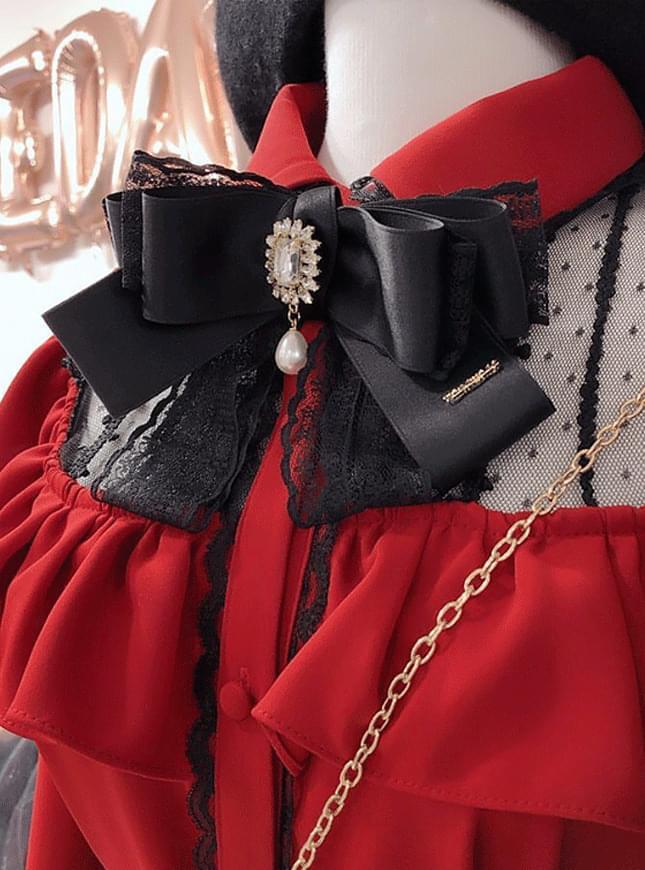 Handmade lace brooch