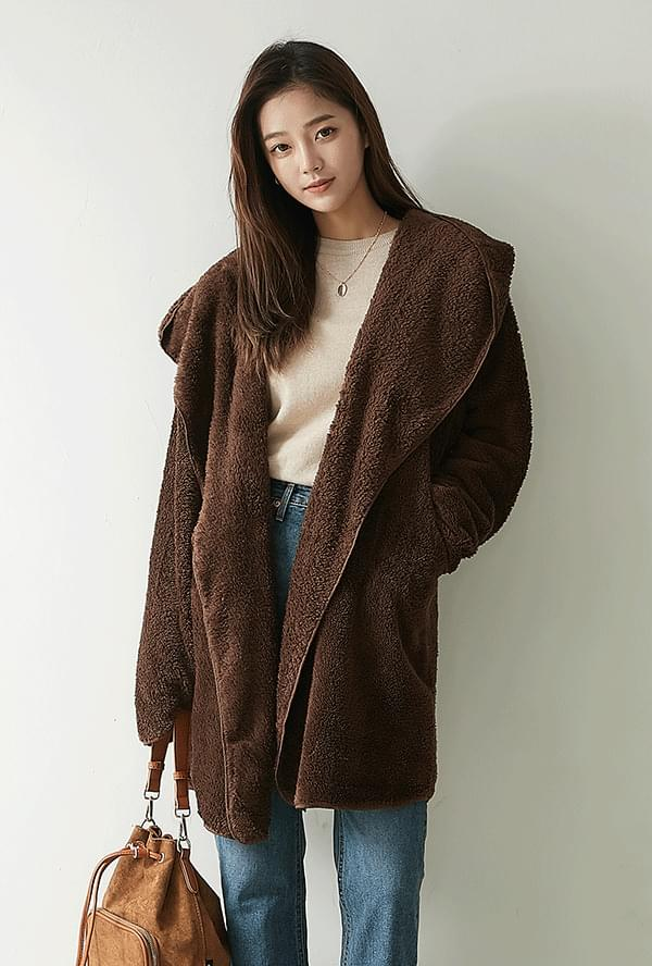 Smooth hooded coat