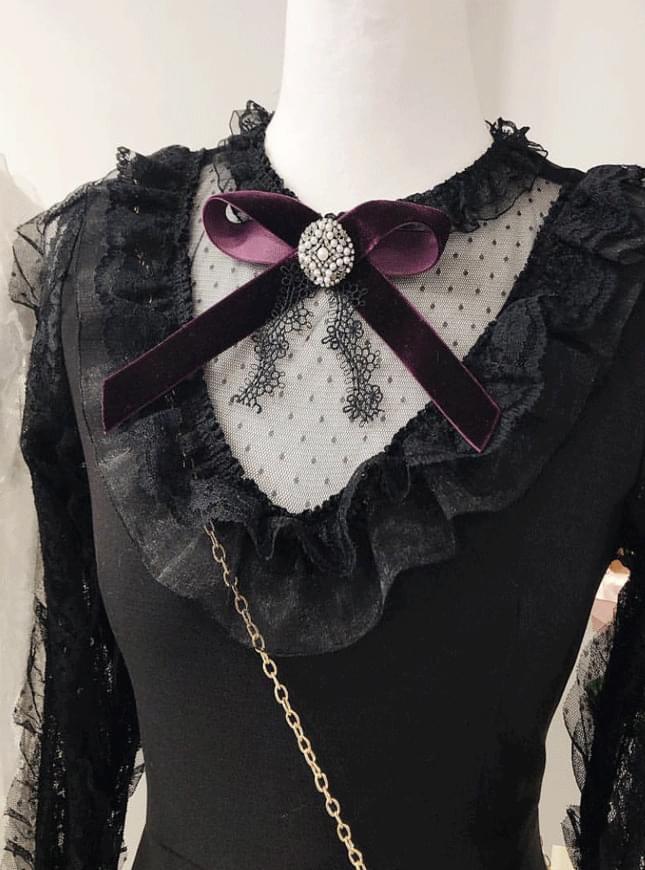 Velvet lace brooch
