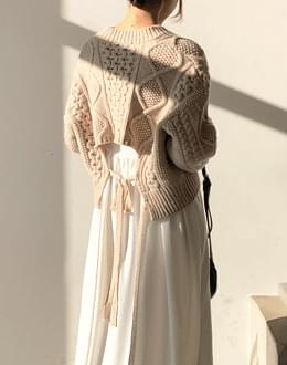 Cable crop knit