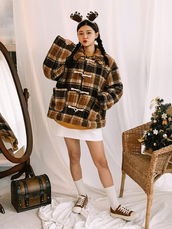 Almond wool check duffel coat