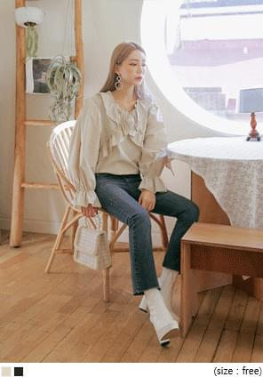 REFINED SHIRRING WAVE FRILL BLOUSE