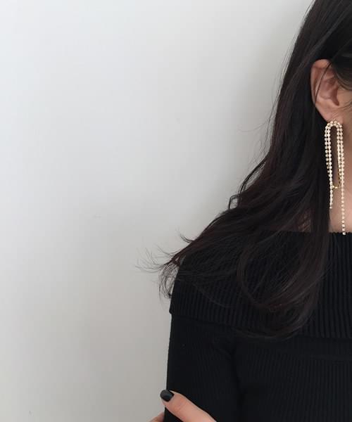 showy earring