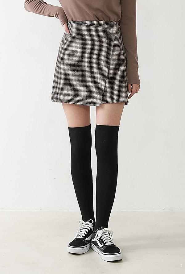 Chic check lap skirt