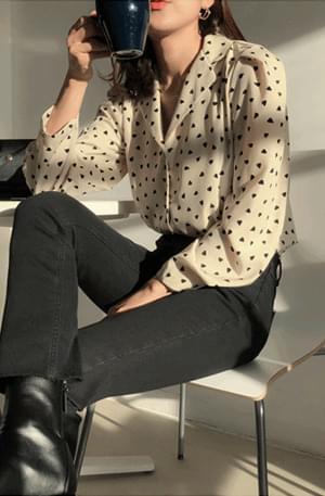 Blackheart-heart dot blouse