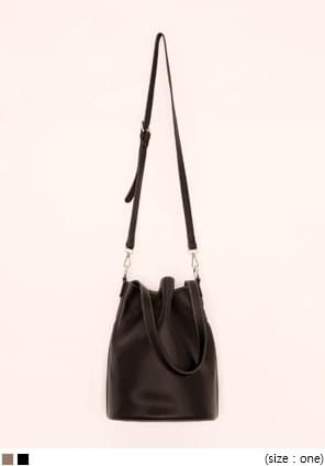 STITCH POUCH SET LEATHER BUCKET BAG