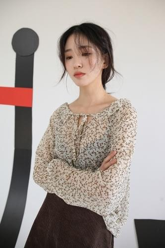 mini flower ribbon blouse