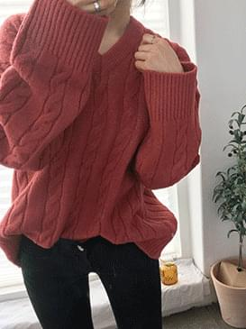 v necked twisted knit