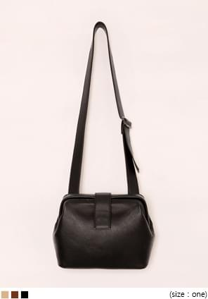 NAME BUCKLE SQUARE LEATHER BAG
