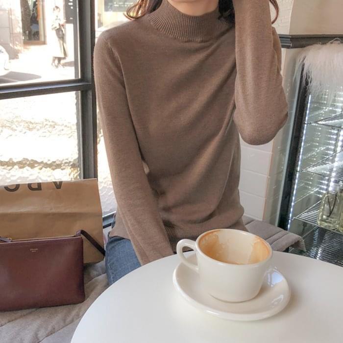 Cutting-edge knit cami