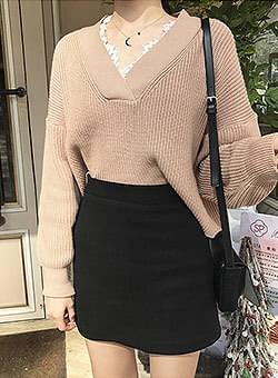 White Race Neck knit trim
