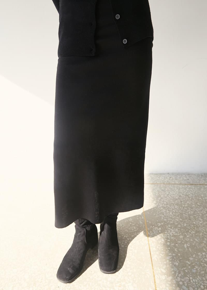 Busty Midi Skirt