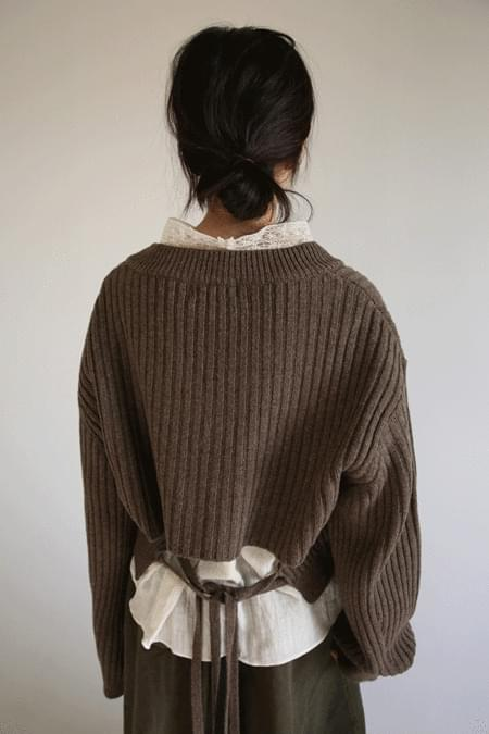 back double string V knit