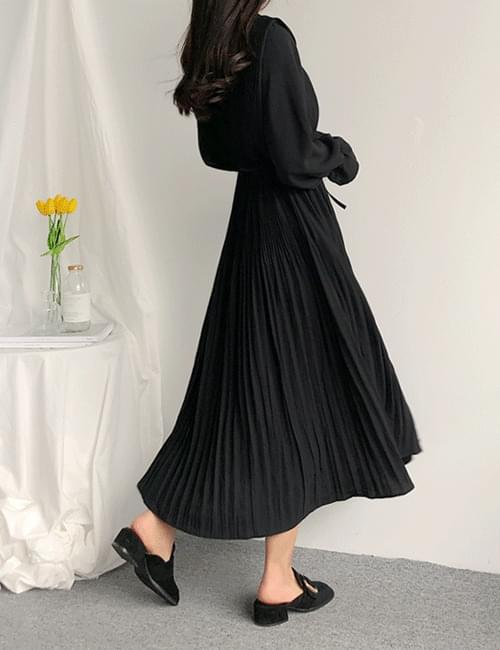 Long pleated dress volume