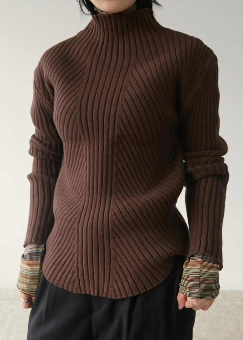 Lip Half Neck Knit