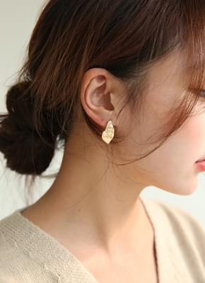 Unbalanced pearl earrings