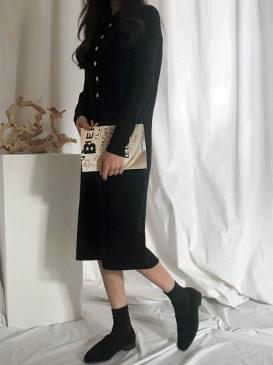 Color button bore knit dress