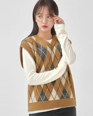 in v-neck argyle wool vest