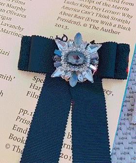 Long ribbon brooch