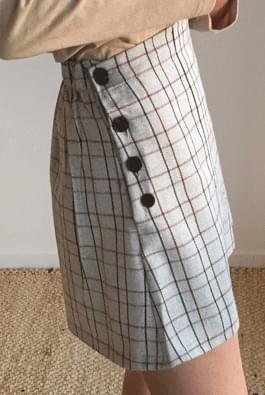 Triple button skirt