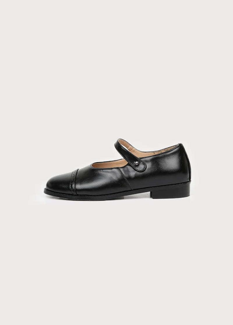 Punching flat shoes