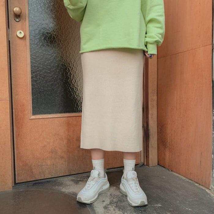 Self-produced / PBP. Elastic knit skirt