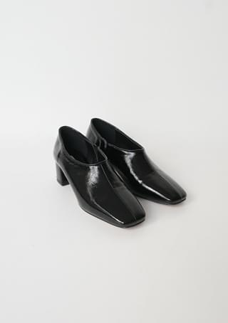 glossy line detail middle heel
