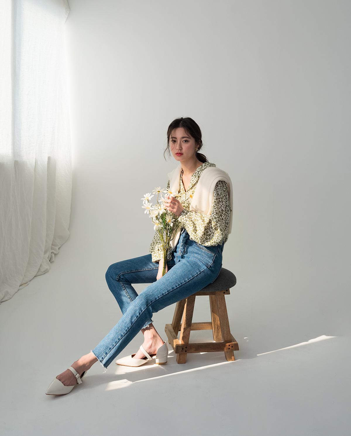 vintage flower v-neck blouse