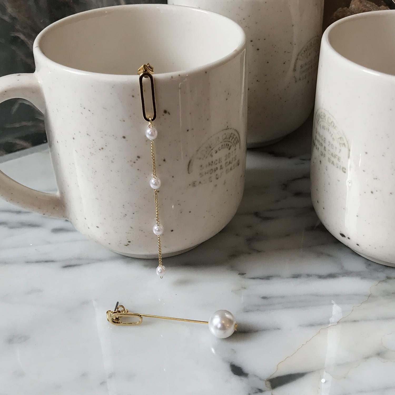 Unbutton drop earrings