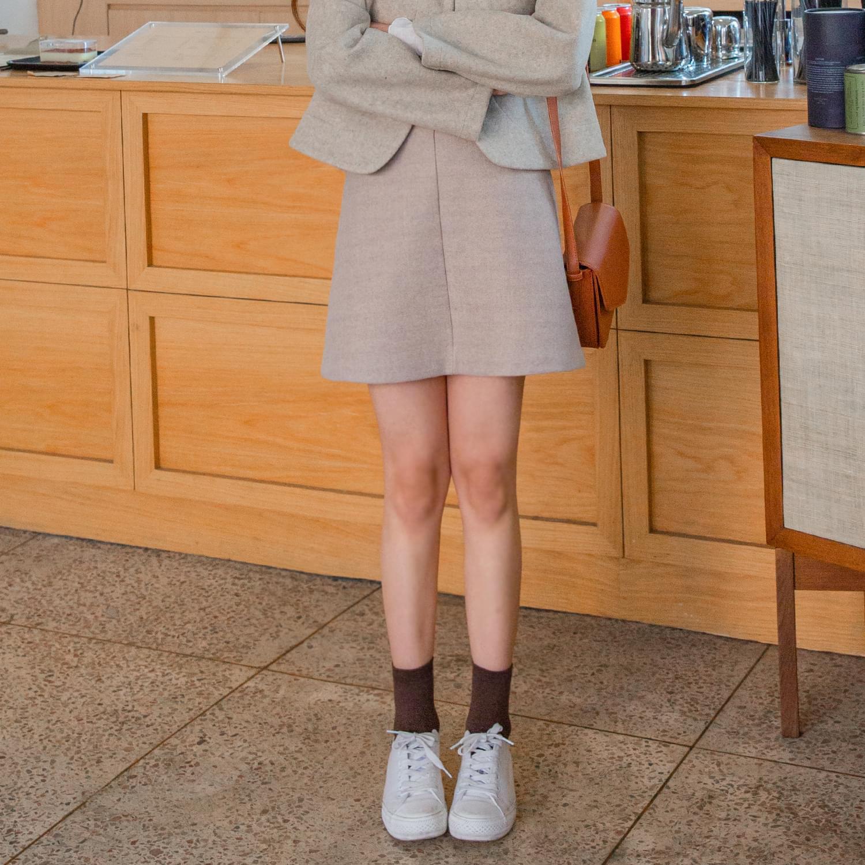 Meringue cookie skirt