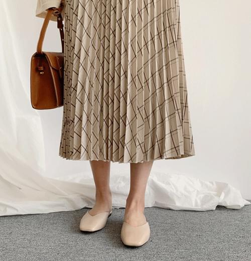 Lunch check wrinkle long skirt