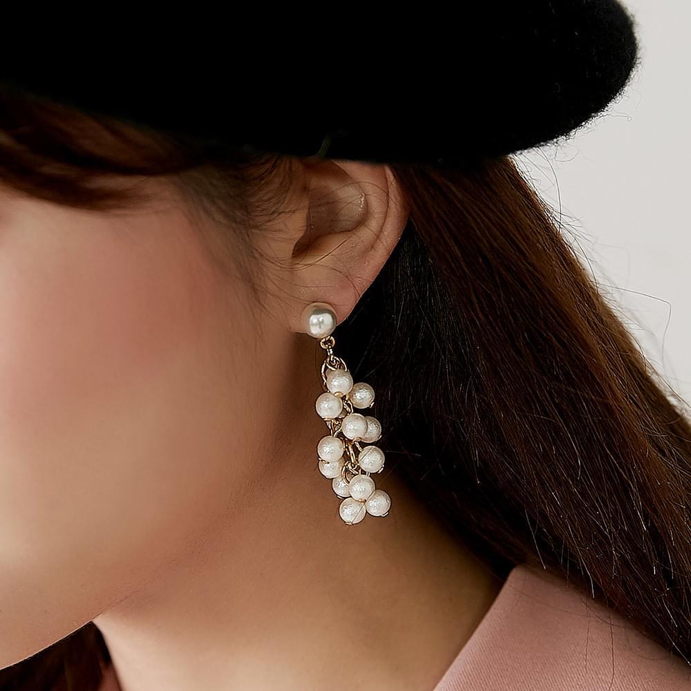 Dow Pearl Earring