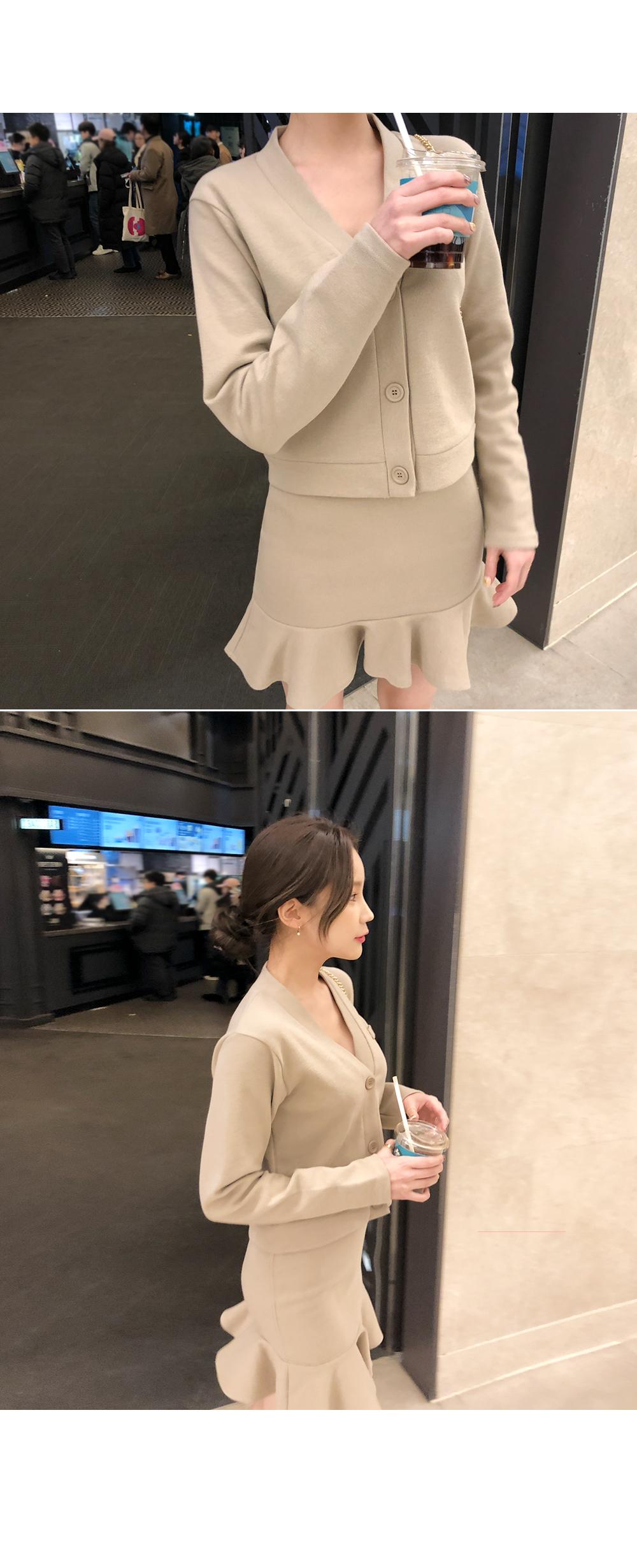 It looks slim and wave cardigan + skirt SET