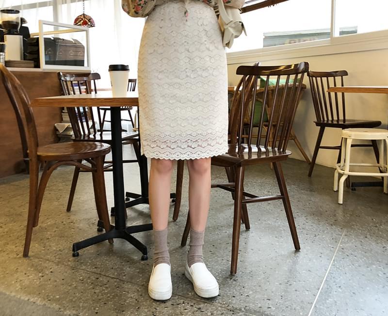 Fresh cream lace skirt