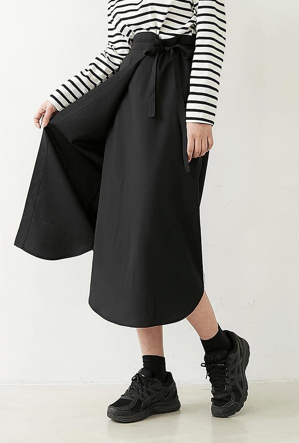 Combs Button Lap Skirt