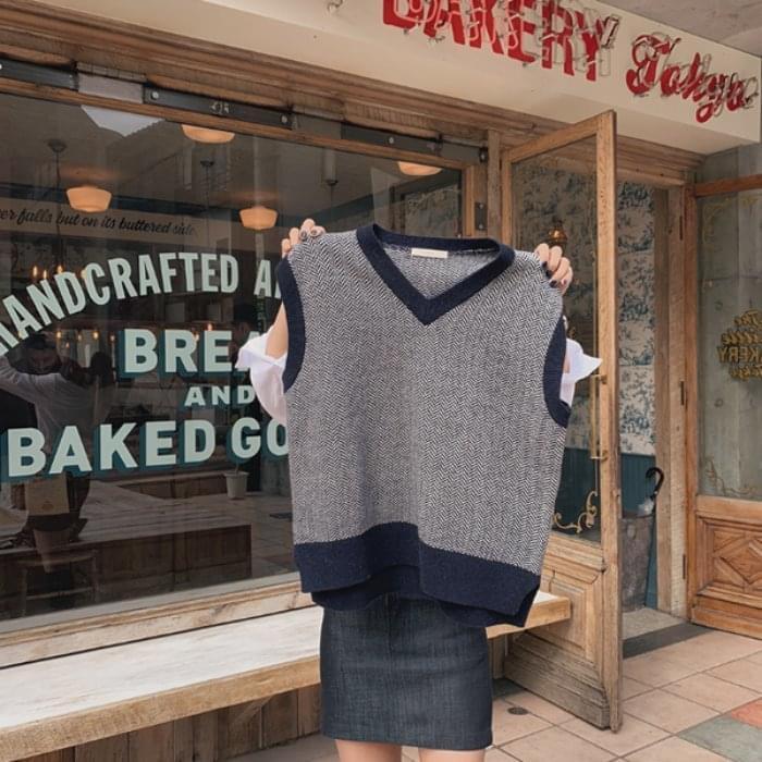 Herringbone wool knit vest