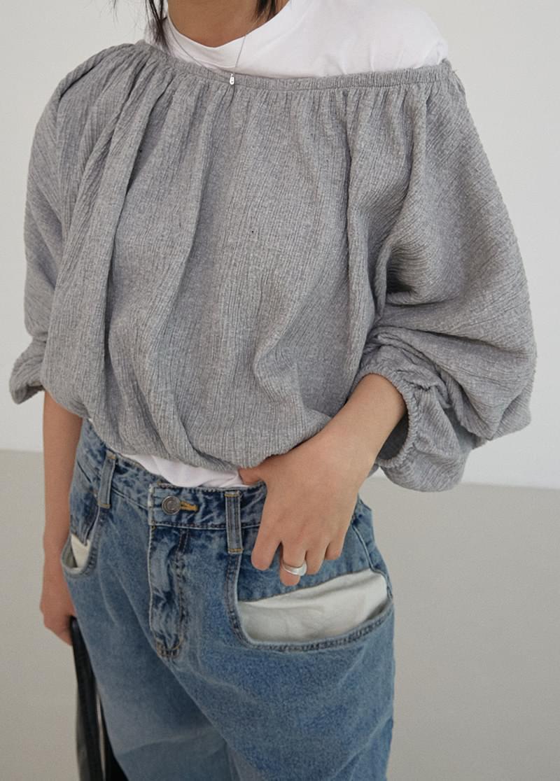 Off-bending blouse
