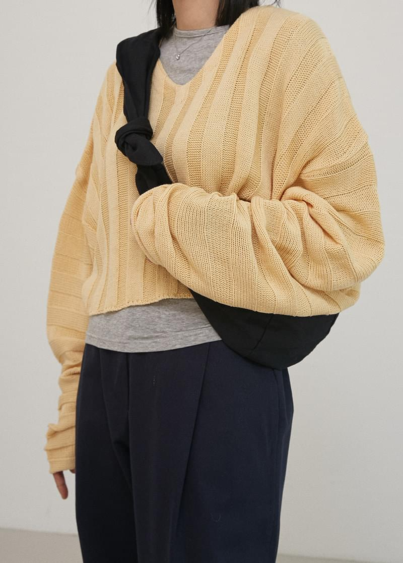 Lip Crop Knit